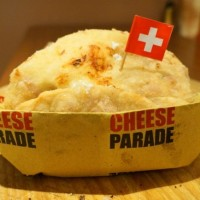 Pizza fritta per Swiss Cheese Parade